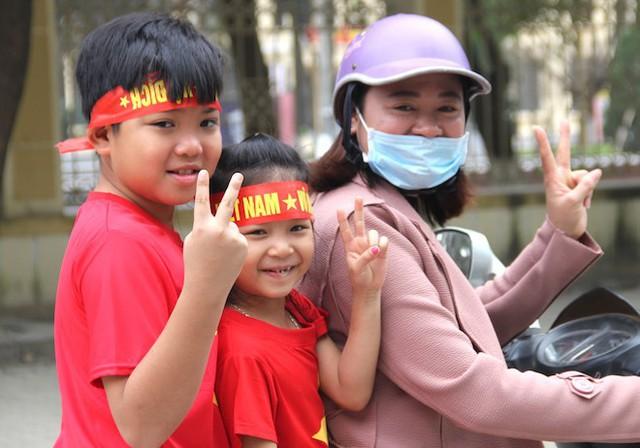 Muôn kiểu trang điểm xe hơi và người trước trận đấu lịch sử của U23 Việt Nam - Ảnh 23.