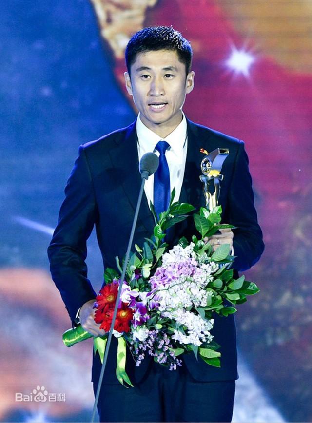 Chân dung vị trọng tài Trung Quốc sẽ bắt chính trong trận chung kết U23 châu Á 2018 - Ảnh 3.
