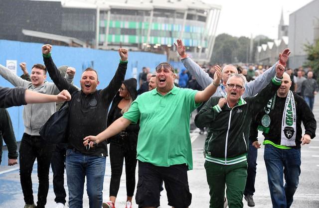 Văn hoá cổ vũ trên thế giới: Người Anh cuồng nhiệt trong chuẩn mực, người Đức đã xem bóng đá là phải uống bia - Ảnh 6.