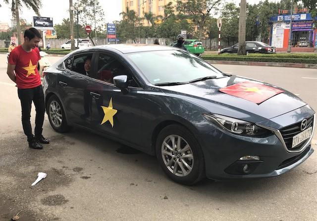 Muôn kiểu trang điểm xe hơi và người trước trận đấu lịch sử của U23 Việt Nam - Ảnh 6.
