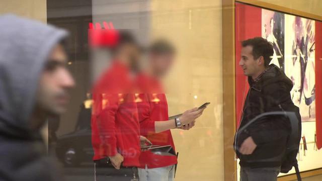 """Anh chàng này đã độ thành công chiếc iPhone dung lượng 512GB đầu tiên trên thế giới, mang đến Apple Store """"troll"""" khiến nhân viên ngớ người - Ảnh 7."""