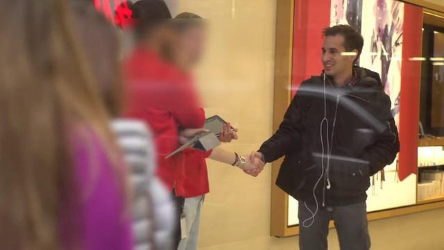 """Anh chàng này đã độ thành công chiếc iPhone dung lượng 512GB đầu tiên trên thế giới, mang đến Apple Store """"troll"""" khiến nhân viên ngớ người - Ảnh 8."""