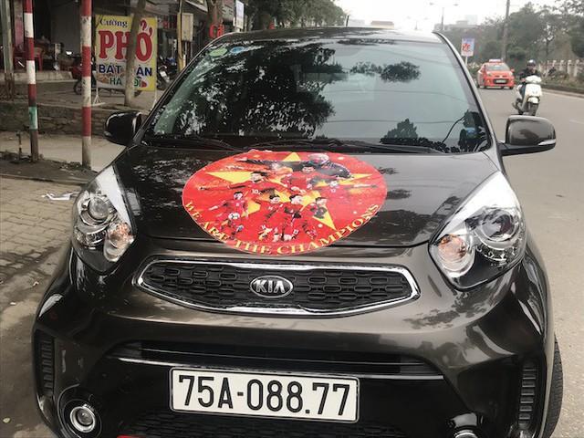 Muôn kiểu trang điểm xe hơi và người trước trận đấu lịch sử của U23 Việt Nam - Ảnh 10.
