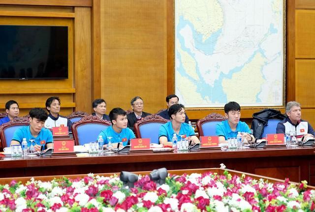 Sau 4 tiếng chờ đợi, câu đầu tiên Thủ tướng nói với các cầu thủ U23 Việt Nam: Đừng buồn nữa, làm tốt lắm, tốt lắm - Ảnh 8.