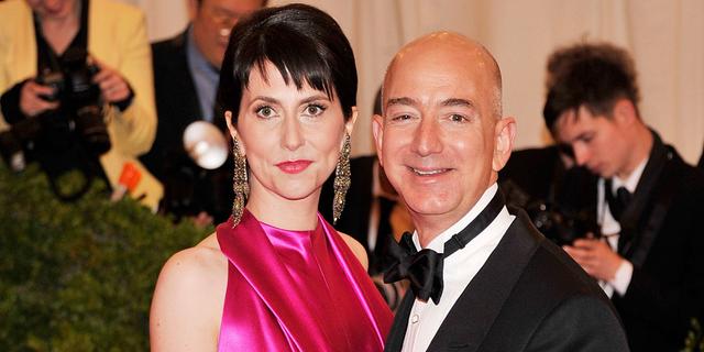 Cặp đôi giàu nhất thế giới làm gì với khối tài sản không tưởng của mình? - Ảnh 1.