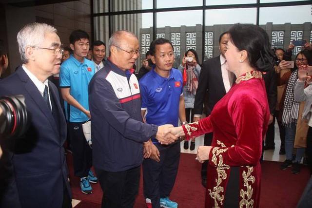 Chủ tịch Quốc hội: Tôi muốn bày tỏ sự cảm ơn chân thành với cá nhân HLV Park Hang-seo - Ảnh 2.