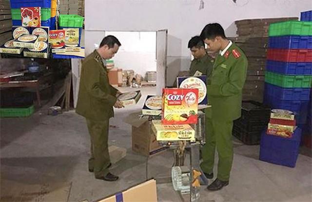 Thu giữ 4.000 hộp bánh kẹo nhái mác ngoại ở Hà Nội  - Ảnh 1.