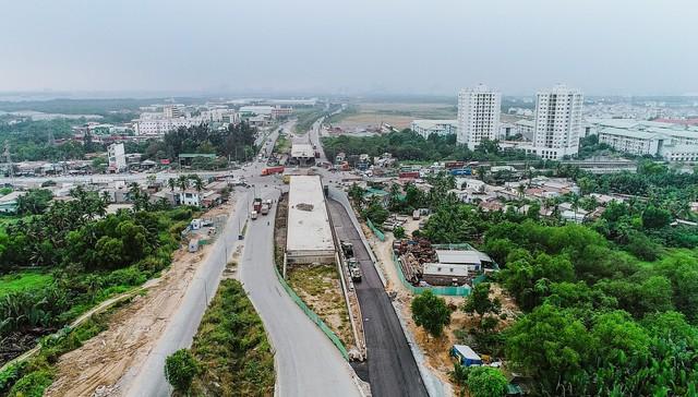 Cận cảnh dự án hầm chui lớn nhất TP.HCM sắp thông xe, thông điểm đen kẹt xe khu cảng Cát Lái - Ảnh 2.
