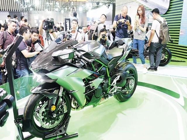 Triệu hồi hàng trăm xe máy Kawasaki - Ảnh 1.