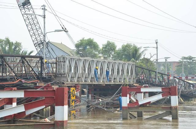 Thông xe cầu Long Kiển sau sự cố sập 1 nhịp - Ảnh 1.