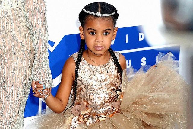 Cuộc sống như nữ hoàng của con gái Beyoncé: 6 tuổi đã có ê-kíp phục vụ riêng, diện váy 250 triệu đi sự kiện - Ảnh 4.