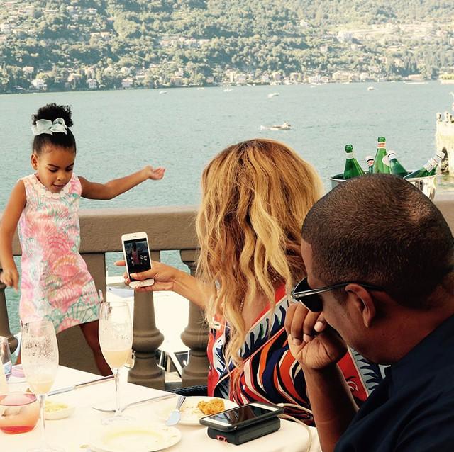 Cuộc sống như nữ hoàng của con gái Beyoncé: 6 tuổi đã có ê-kíp phục vụ riêng, diện váy 250 triệu đi sự kiện - Ảnh 8.