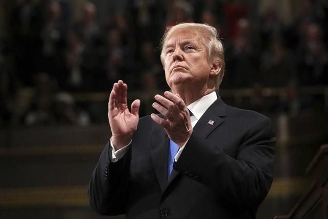 TĐLB của ông Trump: Sẽ chấm dứt Xổ số visa, chỉ cho bảo lãnh vợ/chồng/trẻ em nhập cư - Ảnh 9.
