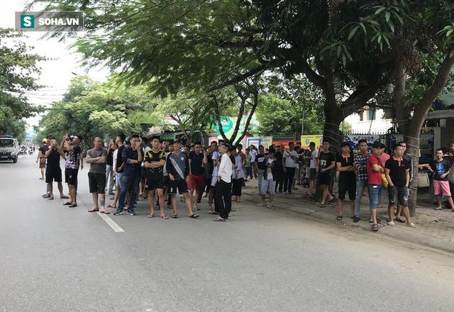 Cảnh sát dùng súng bắn tỉa vây bắt đối tượng hình sự cố thủ trong nhà ở Nghệ An - Ảnh 13.