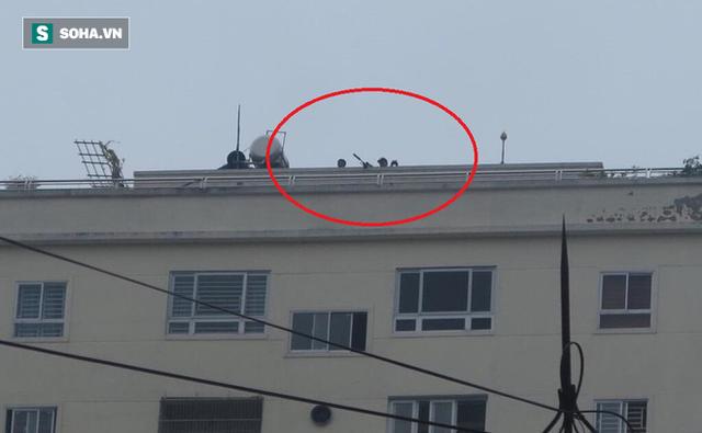 Cảnh sát dùng súng bắn tỉa vây bắt đối tượng hình sự cố thủ trong nhà ở Nghệ An - Ảnh 6.