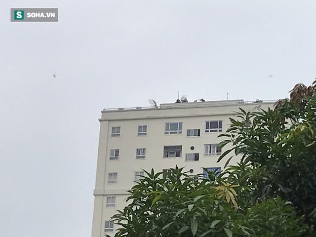 Cảnh sát dùng súng bắn tỉa vây bắt đối tượng hình sự cố thủ trong nhà ở Nghệ An - Ảnh 14.
