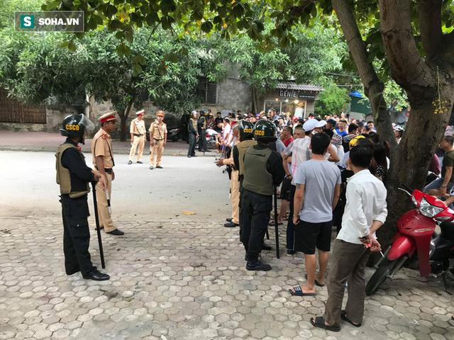 Cảnh sát dùng súng bắn tỉa vây bắt đối tượng hình sự cố thủ trong nhà ở Nghệ An - Ảnh 7.