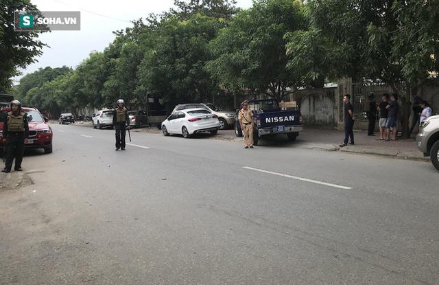 Cảnh sát dùng súng bắn tỉa vây bắt đối tượng hình sự cố thủ trong nhà ở Nghệ An - Ảnh 15.