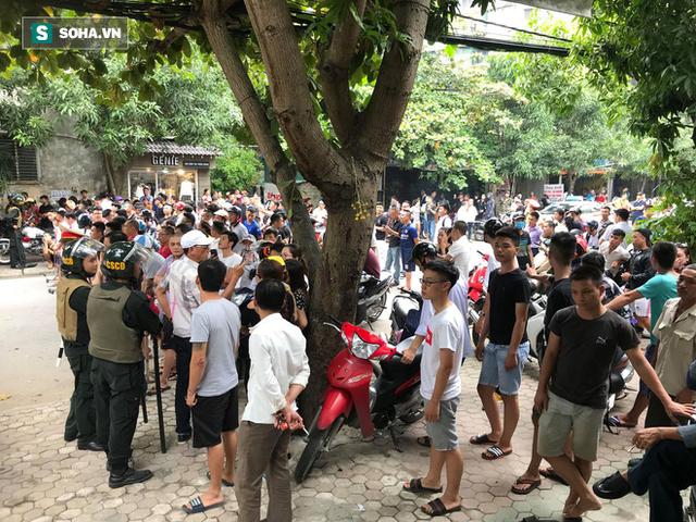 Cảnh sát dùng súng bắn tỉa vây bắt đối tượng hình sự cố thủ trong nhà ở Nghệ An - Ảnh 9.