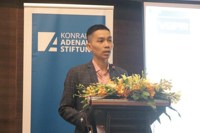 Việt Nam nên chủ động giảm giá VND một cách khéo léo - Ảnh 1.