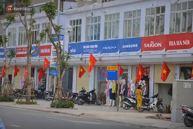 Ảnh, clip: Tuyến phố kiểu mẫu đầu tiên ở Hà Nội thất bại sau 2 năm thử nghiệm đồng phục biển hiệu - Ảnh 1.