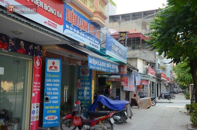 Ảnh, clip: Tuyến phố kiểu mẫu đầu tiên ở Hà Nội thất bại sau 2 năm thử nghiệm đồng phục biển hiệu - Ảnh 7.