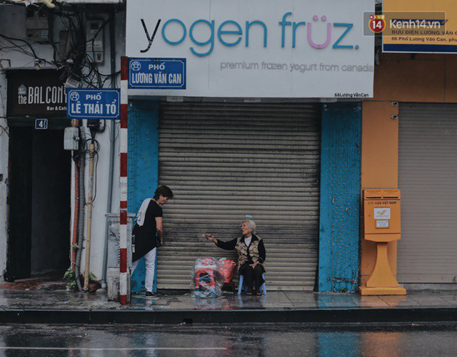 Chùm ảnh: Ngày đầu tiên Hà Nội đón gió mùa, người dân khoác áo ấm co ro trong tiết trời se lạnh - Ảnh 2.