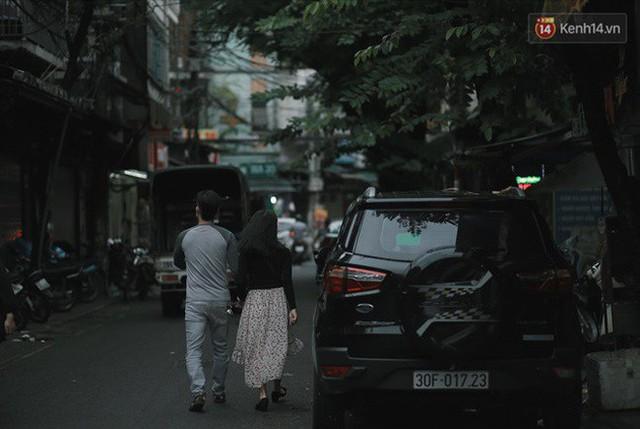 Chùm ảnh: Ngày đầu tiên Hà Nội đón gió mùa, người dân khoác áo ấm co ro trong tiết trời se lạnh - Ảnh 18.