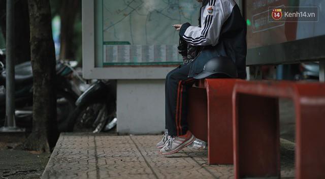 Chùm ảnh: Ngày đầu tiên Hà Nội đón gió mùa, người dân khoác áo ấm co ro trong tiết trời se lạnh - Ảnh 20.