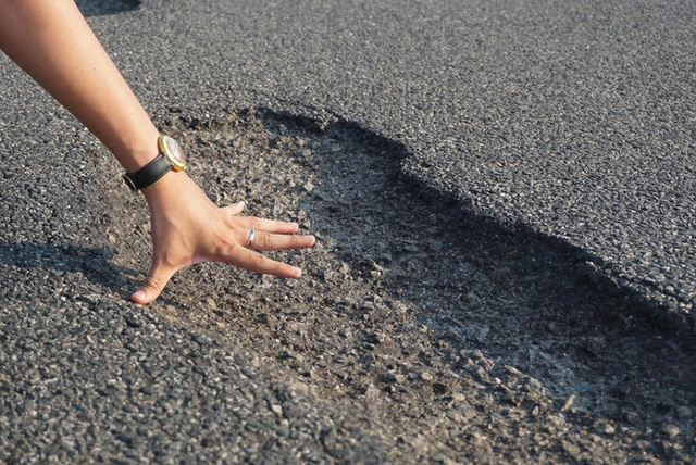 Vụ cao tốc 34 nghỉn tỷ chi chít ổ voi: Nói do mưa, do xe tải thì tội trời, tội tài xế - Ảnh 2.