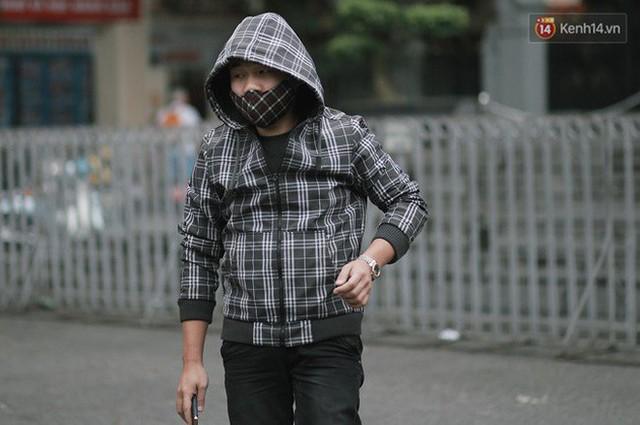 Chùm ảnh: Ngày đầu tiên Hà Nội đón gió mùa, người dân khoác áo ấm co ro trong tiết trời se lạnh - Ảnh 26.