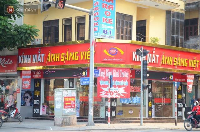 Ảnh, clip: Tuyến phố kiểu mẫu đầu tiên ở Hà Nội thất bại sau 2 năm thử nghiệm đồng phục biển hiệu - Ảnh 12.
