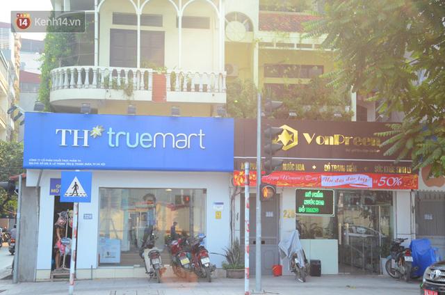 Ảnh, clip: Tuyến phố kiểu mẫu đầu tiên ở Hà Nội thất bại sau 2 năm thử nghiệm đồng phục biển hiệu - Ảnh 13.