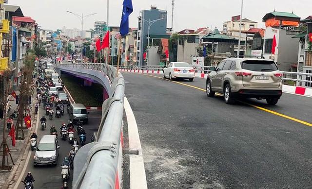 Toàn cảnh cầu vượt An Dương thông xe sáng nay  - Ảnh 5.