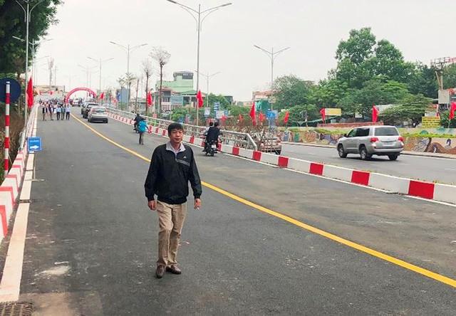 Toàn cảnh cầu vượt An Dương thông xe sáng nay  - Ảnh 6.