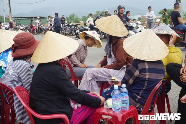 Dân tiếp tục bao vây nhà máy thép ở Đà Nẵng - Ảnh 2.