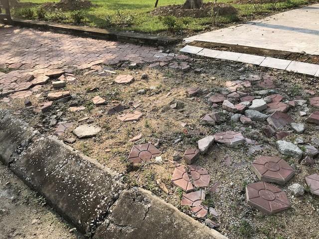 Cảnh hư hỏng, nhếch nhác khó tin ở Khu di tích Truông Bồn hơn 300 tỷ - Ảnh 13.