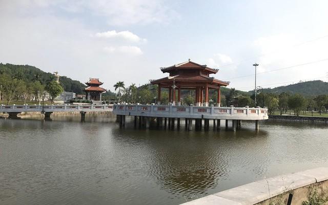 Cảnh hư hỏng, nhếch nhác khó tin ở Khu di tích Truông Bồn hơn 300 tỷ - Ảnh 3.