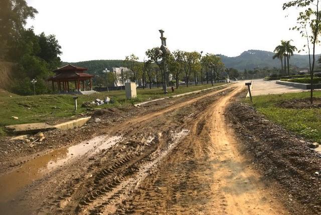 Cảnh hư hỏng, nhếch nhác khó tin ở Khu di tích Truông Bồn hơn 300 tỷ - Ảnh 4.