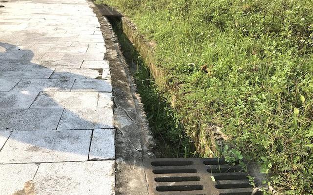 Cảnh hư hỏng, nhếch nhác khó tin ở Khu di tích Truông Bồn hơn 300 tỷ - Ảnh 8.