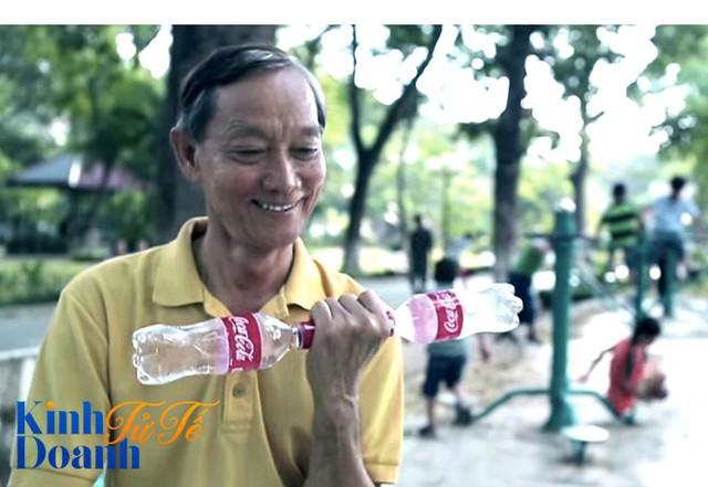 """Câu chuyện thú vị về """"cuộc sống thứ hai"""" của chai Coca-Cola tại Việt Nam - Ảnh 1."""