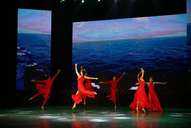 Những hình ảnh ấn tượng về hành trình giọt nước ra đại dương lấy cảm hứng từ gia đình Dr Thanh - Ảnh 10.