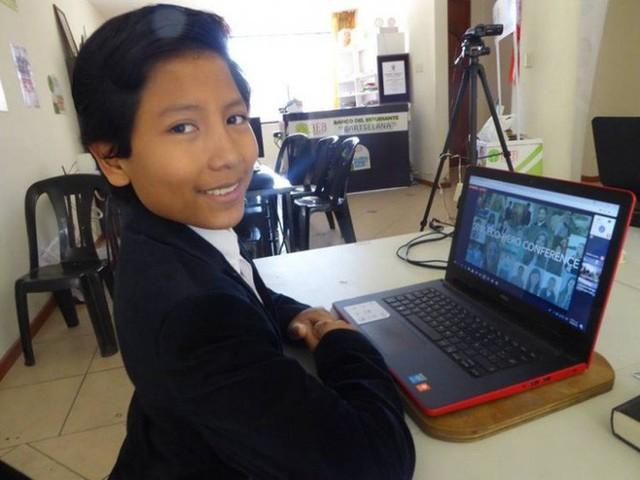 Mới 7 tuổi, cậu bé này đã làm chủ một ngân hàng khiến ai cũng thán phục - Ảnh 1.