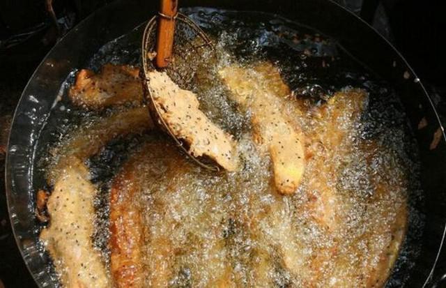 Người phụ nữ bị ung thư dạ dày giai đoạn cuối chỉ vì thói quen nấu ăn mà rất nhiều người cũng thường làm - Ảnh 2.