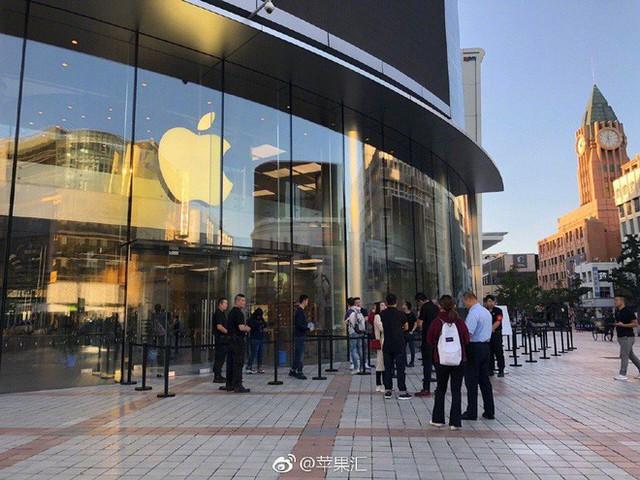 Đây là lý do Trung Quốc hơn tỷ dân nhưng chẳng ai thèm xếp hàng chờ mua iPhone XS cả - Ảnh 1.