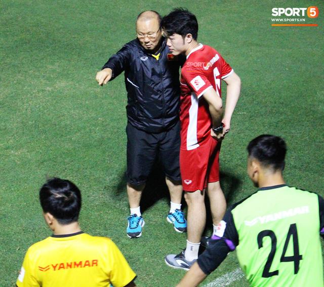 Xuân Trường, Văn Lâm trở thành phiên dịch đặc biệt giúp thầy Park nói chuyện với tân binh - Ảnh 4.