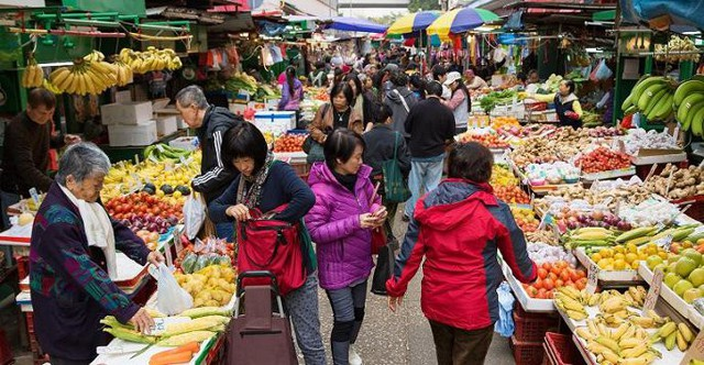 Giá cả nhiều mặt hàng cơ bản ở Trung Quốc tăng cao đột biến - Ảnh 1.