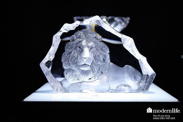 Chiêm ngưỡng kiệt tác sư tử pha lê độc đáo trong triển lãm Modern Life - Ảnh 1.