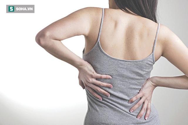 Bác sĩ nói gì về thói quen vặn lưng mỗi khi bị mỏi và nghe tiếng răng rắc rất vui tai? - Ảnh 1.