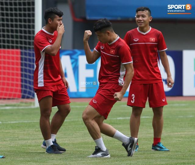 Không được tập trên sân chính, U19 Việt Nam phải tập luyện trong đường hầm trước trận mở màn giải U19 châu Á - Ảnh 2.